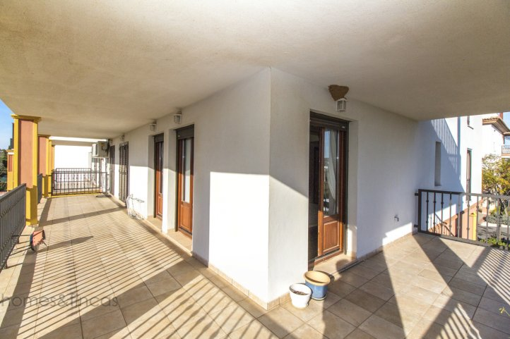 Golf Appartement Mit Grosser Eckterrasse